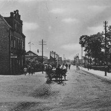 Fotografia przedstawiająca ulicę Piłsudskiego (dawniej Królewska) w Legionowie (dawniej Jabłonna).